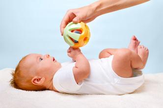 Фото №1 - Первые игрушки малыша (от 0 до 6 месяцев)