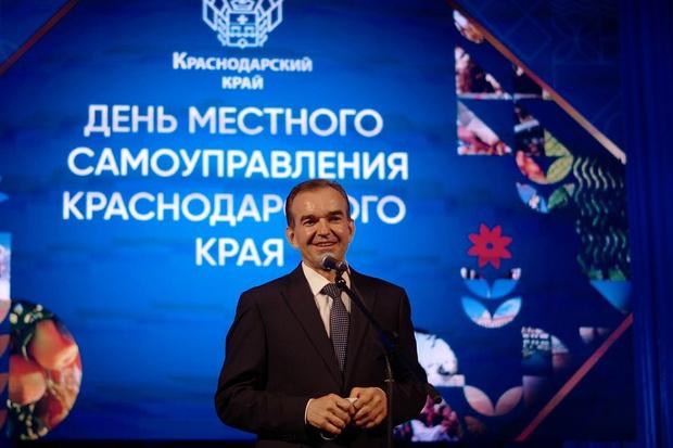 Фото №1 - 600 рублей— и вирус мертв: губернатор Краснодарского края носит «антиковидный амулет»