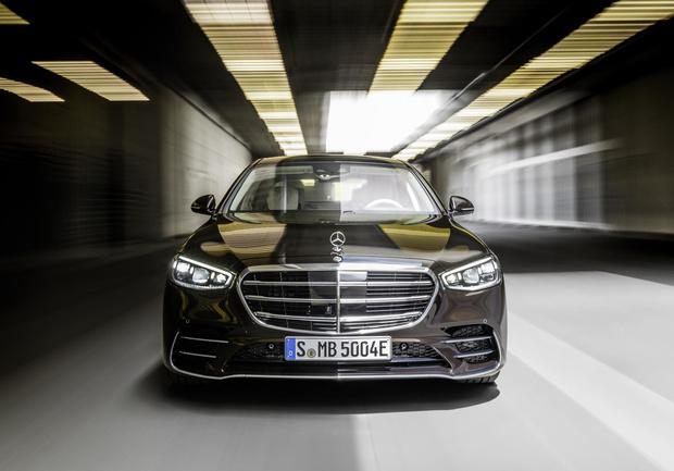 Фото №1 - Mercedes-Benz рассекретил новый S-класс: «шестисотый» XXI века