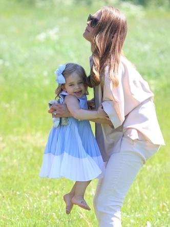 Фото №15 - Самые трогательные фото королевских мам с детьми