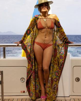 Фото №3 - Мини-бикини и жаркие поцелуи с Беном Аффлеком: Джей Ло отметила 52-летие на яхте