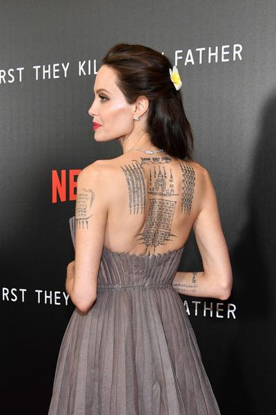 Фото №7 - Уплывают расписные: стираем татуировки с самых «забитых» селебрити