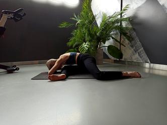 Фото №6 - Простые упражнения для растяжки, которые помогут сесть на шпагат за 60 дней