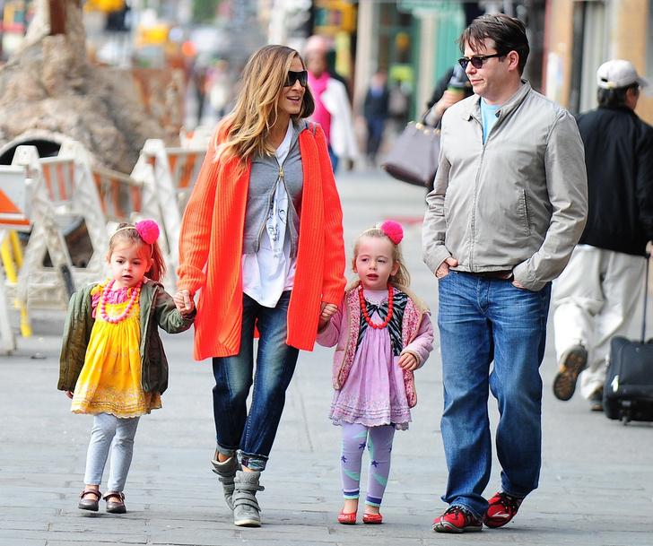 Фото №9 - Смотреть «Русалочку», часто моргать, менять одежду: 7 странных правил, которые Мадонна, Найтли и другие звезды ввели для своих детей
