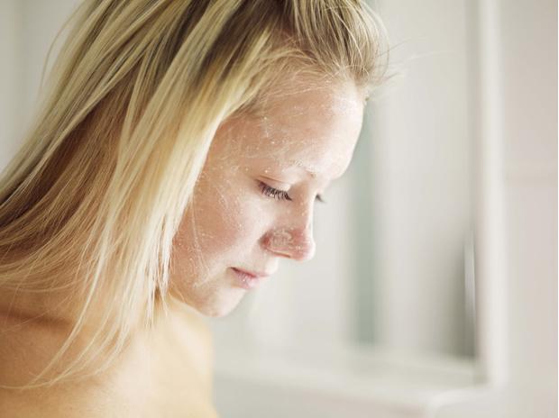 Фото №9 - 12 средств, которые косметологи никогда не нанесут на свою кожу