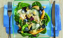 Фруктово-ягодный салат с сыром