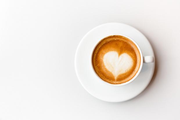 Фото №1 - Куриный суп, бургер без булки и кофе с конфетами: как питается Алена Водонаева, чтобы с гордостью обнажаться в кадре