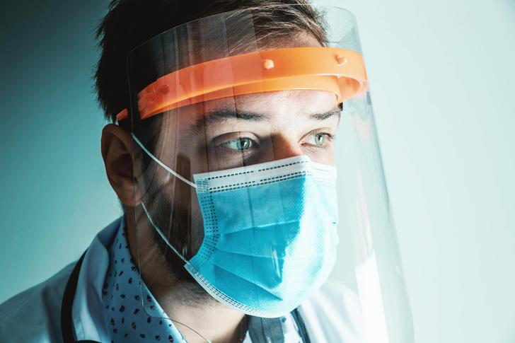 Врачи и медсестры выступают против вакцинации