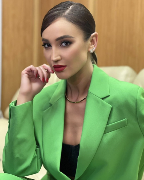 Фото №1 - Где купить модный зеленый пиджак как у Ольги Бузовой 💚