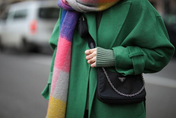Фото №1 - Как носить шарф осенью: 25 модных способов