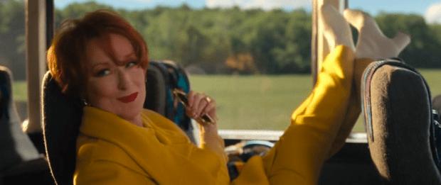 Фото №4 - 5 самых крутых аутфитов из фильма «Выпускной» от Netflix