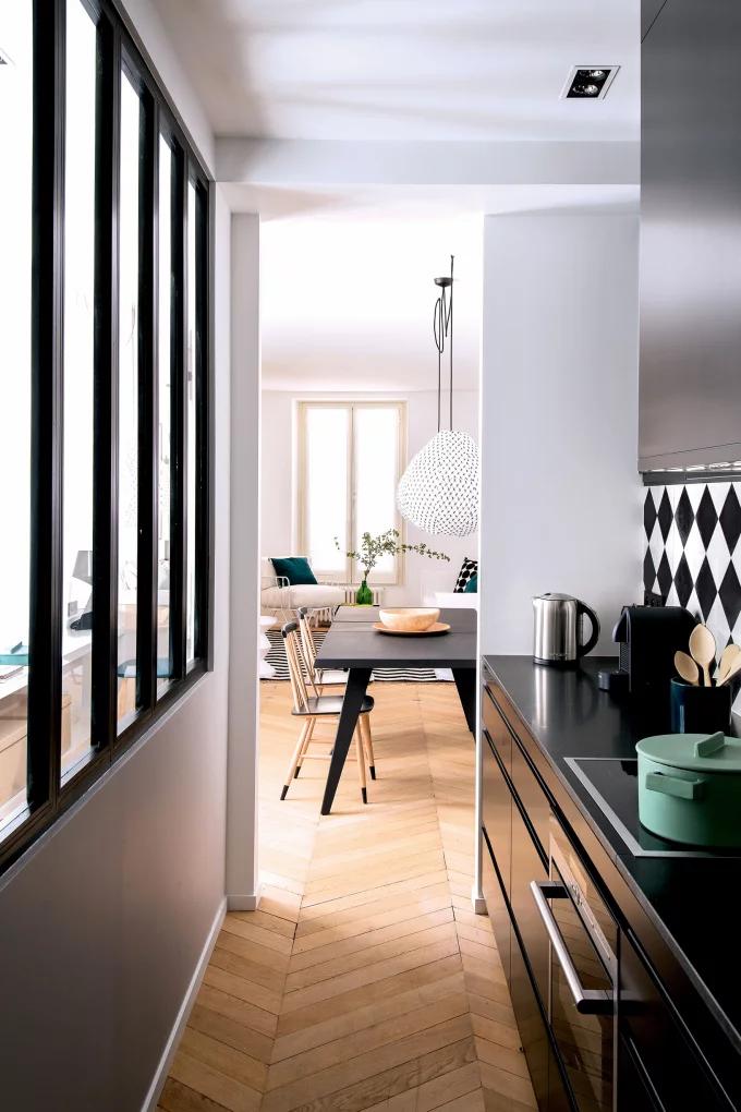 Фото №1 - Стеклянная перегородка на кухне: 8 оригинальных идей