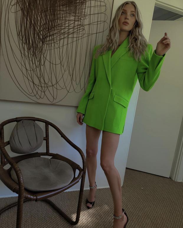 Фото №2 - То ли жакет, то ли платье? Эльза Хоск повторила выход Ирины Шейк (подсказываем, где купить такой же)
