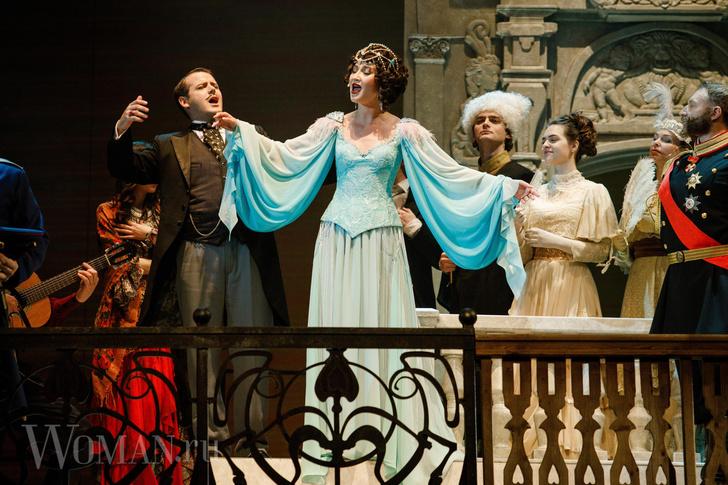 Фото №2 - Артистки хоть куда: сколько театры тратят на гонорары Бузовой, Собчак и другим звездам