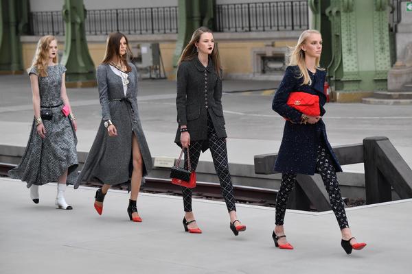 Фото №1 - Тест: лицом какого модного бренда ты могла бы стать?