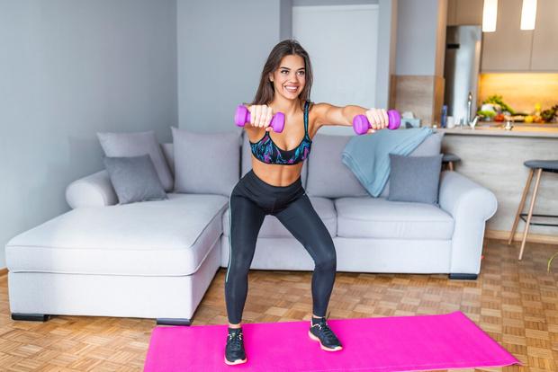 Фото №4 - 6 упражнений с гантелями для молодых мам