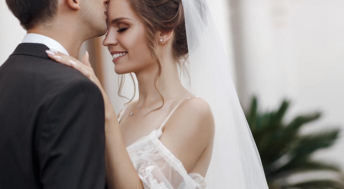 «Свекровь оплатила мою свадьбу и привела на нее бывшую мужа»