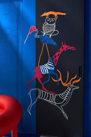 Фото №12 - Электрический ультрамарин: загородный дом для ценителя искусства