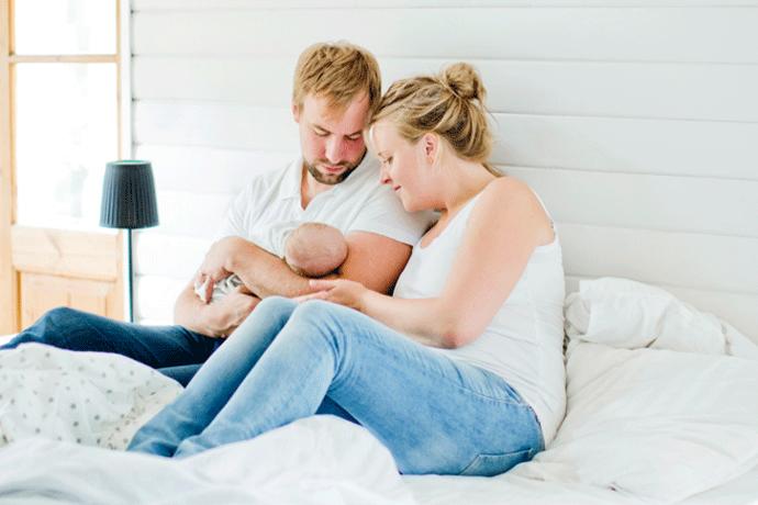 Пара с новорожденным