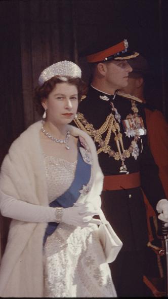 Фото №5 - Не просто украшения: самые красивые драгоценности, которые принц Филипп дарил Королеве