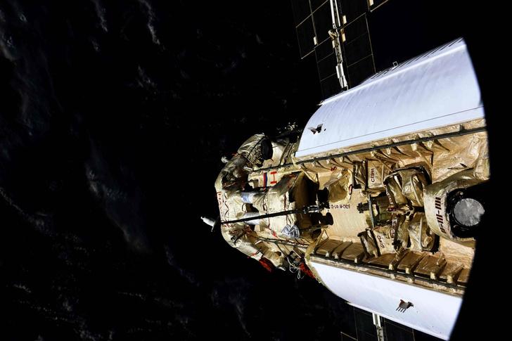 Фото №2 - Лабораторный модуль «Наука» пристыковался к МКС