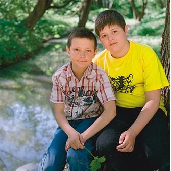 Папа Михи и Леши (9 и 12 лет) и мама Миши (11 лет) живут вместе пять лет.
