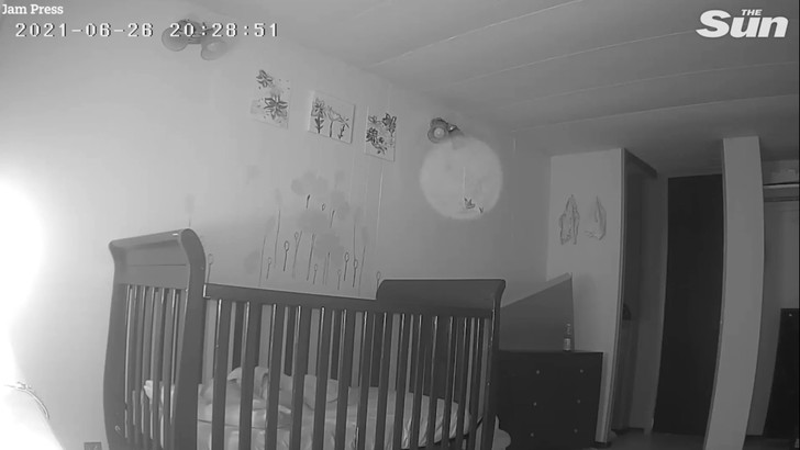 Призрак попал на видео, видеоняня поймала в кадр призрака, привидения в доме, призраки, мистика